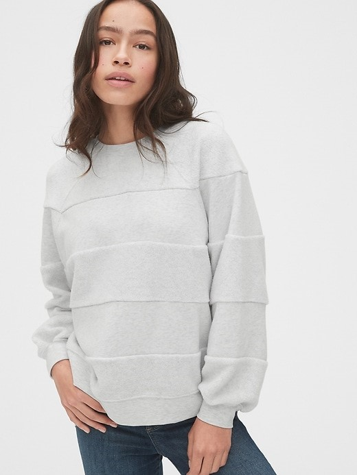 THE TEXTURED STRIPE RAGLAN CREWNECK SWEATER