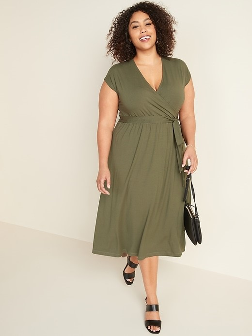 THE FIT AND FLARE WRAP-FRONT PLUS SIZE TIE-BELT MIDI DRESS