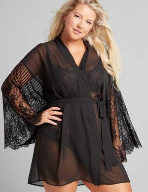 THE LACE SLEEVE ROBE